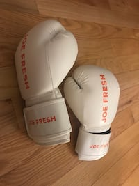Boxing Gloves 547 km