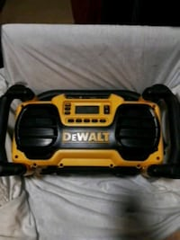 DeWalt BoomBox + Battery charger Victoria, V8T 5E3