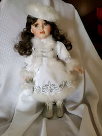 Porcelain  Musical  Winter Doll Tennessee, 37013
