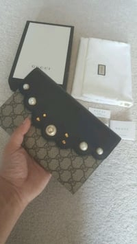 Gucci clutch pouch wallet - Louis Vuitton Brampton, L6W 2L4