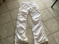 Lululemon white lined studio pants size 6 Barrie, L4M 6Y9
