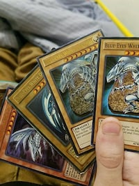 4 different blue eyes white Dragon yugioh cards