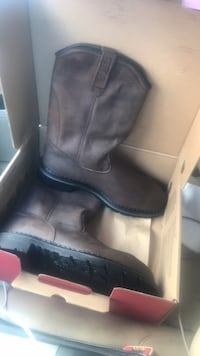 Work boots never used. Steal tow and water proof worth over 250 Harker Heights, 76548