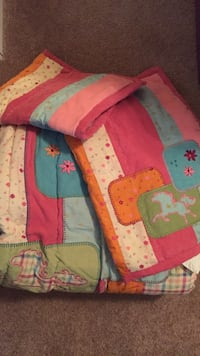 Comforter with two pillow shams. Chantilly, 20152