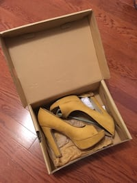 Yellow High Heels - Size 7 Mississauga, L5M 4Z5