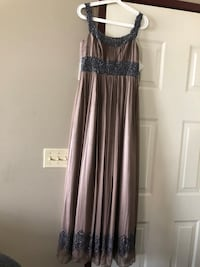 Adrianna Papell gown size 4 Calgary, T2A 6V5