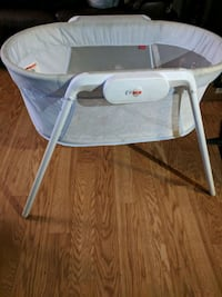 baby's white and gray bassinet Albuquerque, 87121