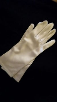 pair of white utility gloves Mississauga, L4W 2X9