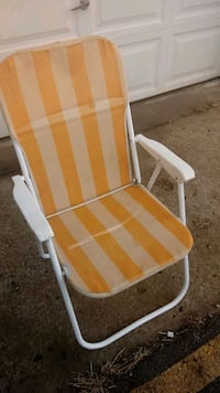 yellow and white folding chair Raytown, 64133