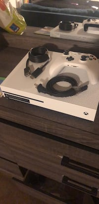 white Xbox One console with controller Hyattsville, 20785