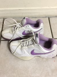 pair of white-and-purple Nike basketball shoes Hamilton, L9C 2T7