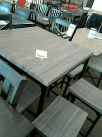 Table with stools Phoenix, 85018