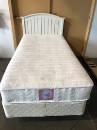 Very nice twin bed includes all  Gresham, 97080