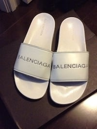 pair of white leather slip-on shoes Markham, L3R 9W1