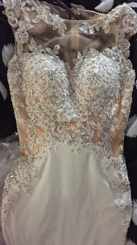 Women's beige and white lace-floral sleeveless boat-neck bridal gown Brampton, L6T 0H2