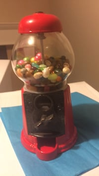 Bubble gum or candy machine. (Will be emptied). Laval, H7Y 2C1