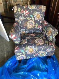 New Beautiful upholstery chair, rolled arm stitching solid wood frame! Orangeburg, 29115