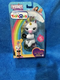 Hot toy alert!!! gigi toys r us exclusive!!! wow wee fingerling!!!!
