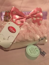 Brand new: Disney Minnie Mouse Cosmetic Pouch VANCOUVER