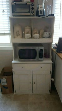Tons of storage microwave stand Ottawa, K1C 5L5