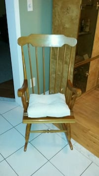 Solid wood cushiond exl.cond  Whitchurch-Stouffville, L4A 1K9