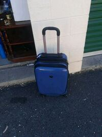 blue and black pet carrier