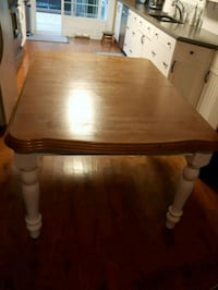 Solid wood dining table Acton, L7J 2M1