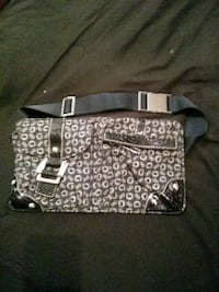 Guess fanny bag(brand new) Windsor, N8R 2J9