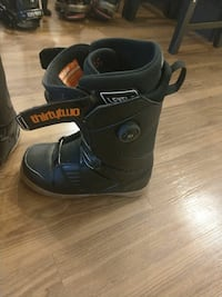 Thirty two snowboarding boots 10.5 obo