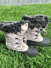 Girls winter boots. Like new size 3 Calgary, T3E 5R9