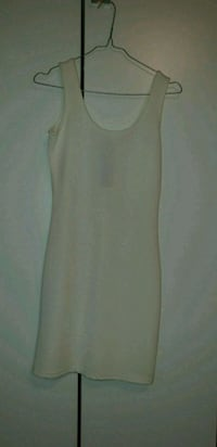 Robe blanche taille S 6400 km