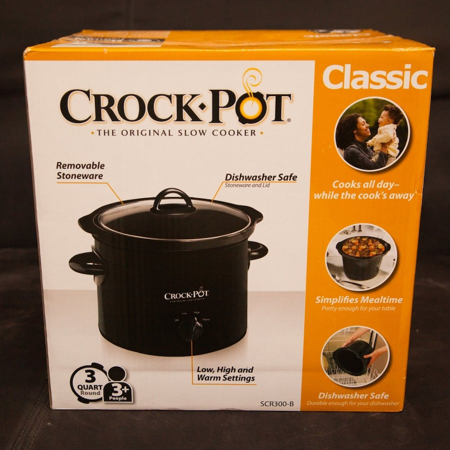 CROCK POT - NEVER BEEN OPENED 8459cae5-72cf-4789-a067-f8688d36aabe