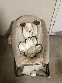 baby's white and gray bouncer 1151 mi