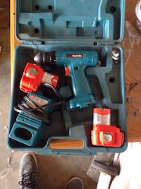 Makita drill 2 battery's and a charger.