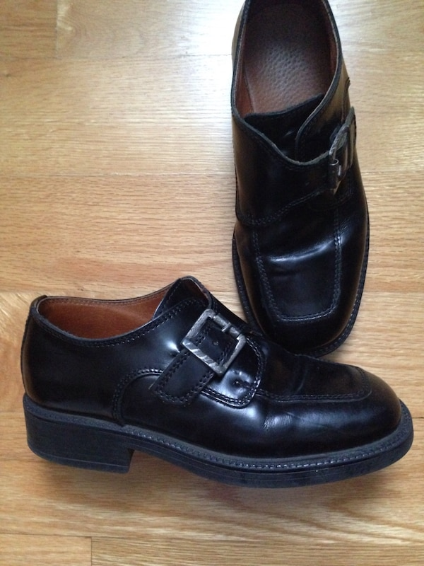 Boys size 33 black dress shoes which is Size US 2 or Size UK 1. 0a8804c1-5c79-4ef0-a5a2-2ce5d893c235