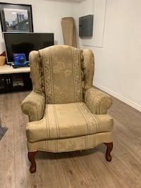 Beautiful gold and wooden chair Mississauga, L5J