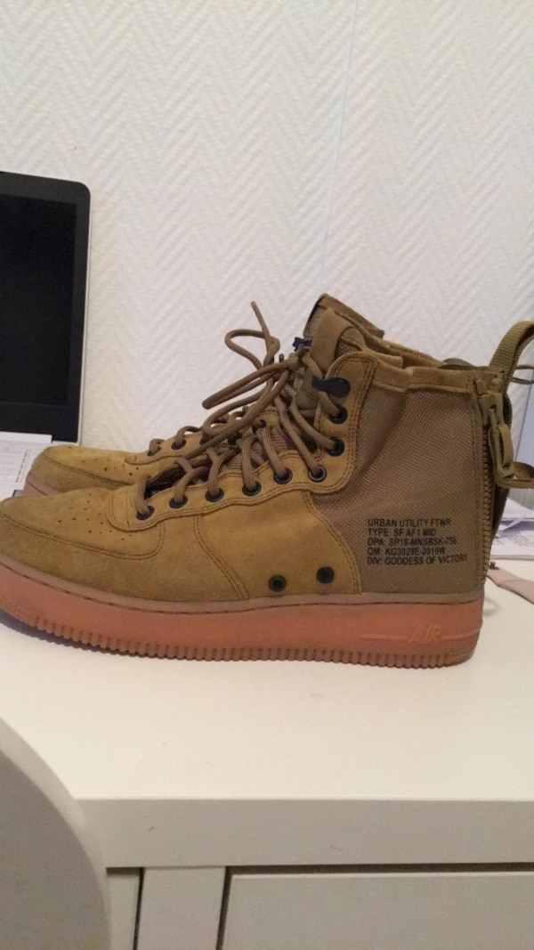 Nike SF Air Force 1 Mid - Men Shoes