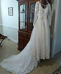 white lace scoop-neck long-sleeved sheer wedding d Hope Mills, 28348