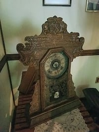 Old antique working clock  Catlett, 20119
