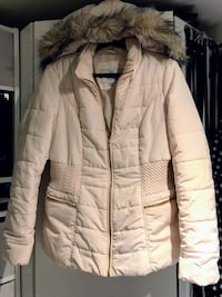 GUESS  cream or off white color puffer jacket with 2 zipper pockets and detachable furry hood.. Very good condition Reston, 20190