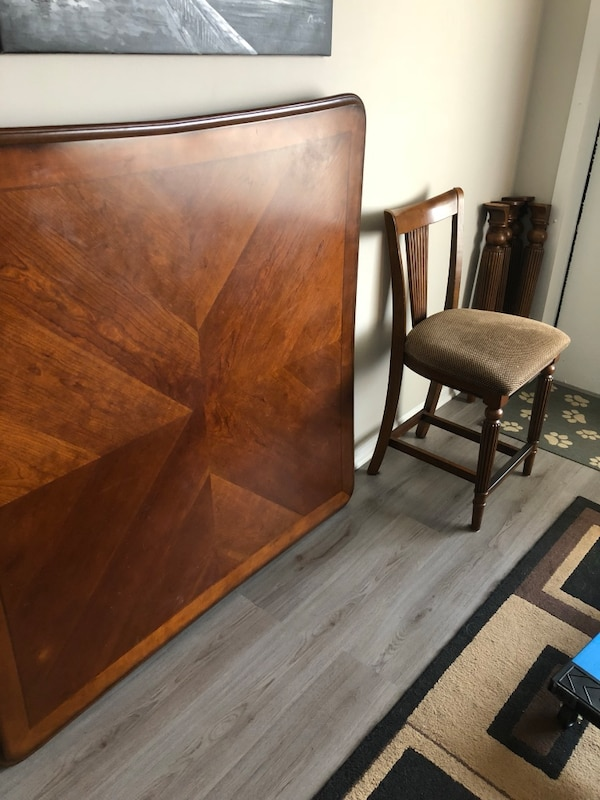 Brown solid wooden table w/4 counter height chairs