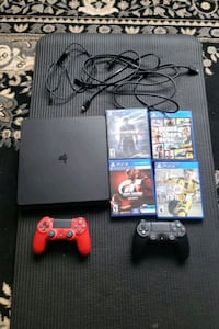 PS4 1 TB, 2 controllers, 4 games