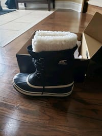 Sorel boots..brand new never been used size 7.5...also have grey pair  Mississauga, L5N 8A1