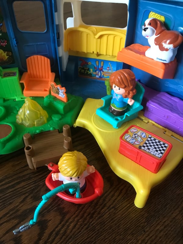 Fisher-Price Little People Songs & Sounds Camper Camping Car 11991e42-2b7c-4aa5-a27d-8adbe0e58dc9