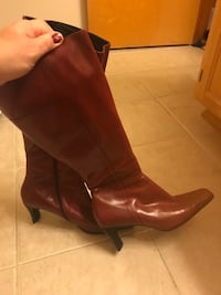 pair of brown leather boots Tacoma, 98422