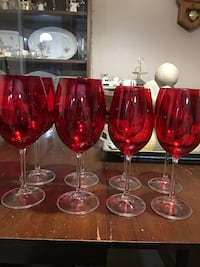 Beautiful Crystal wine glasses (4 red and 4 white) in boxes