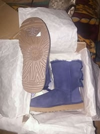 pair of navy blue UGG Bailey Button boots with box Sacramento, 95828
