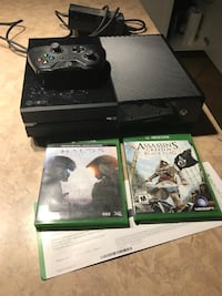 X box one 1 controller and 2 games Maple Ridge, V2X 5L4