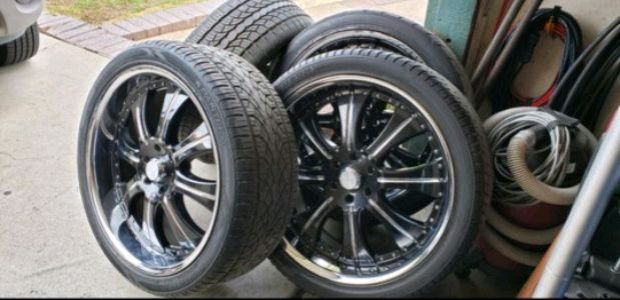 Photo Lexani 24' inch wheels rims tires