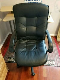 black leather office rolling chair Arlington, 22209